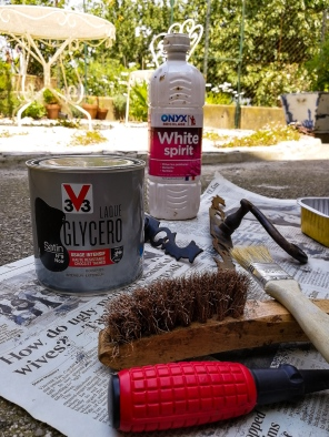 Oil paint, white spirit and other painting tools