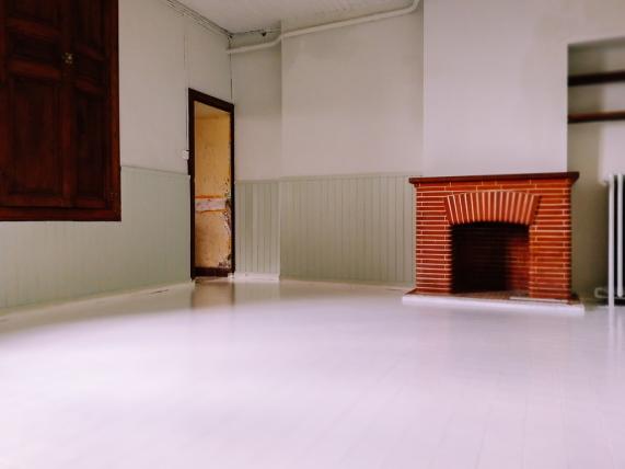 painting ceramic floor tiles