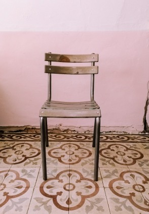 old aluminium chair restoration: the old paint is completely stripped